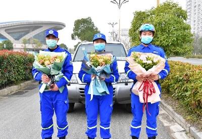 安徽巢湖:3名驰援武汉巢湖蓝天救援队员平安回家