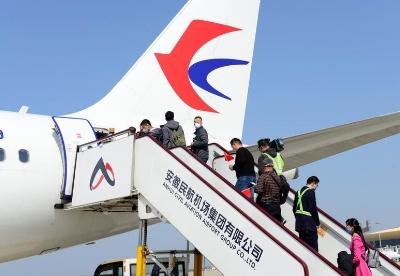 安徽省首趟返岗包机护送央企员工飞赴西部建设工地