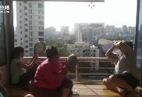 新华丝路看世界 | 孟买居民敲锣敲盆感谢医护及环卫人员