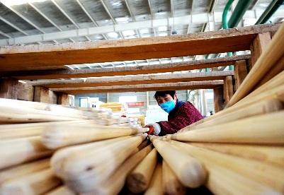 安徽阜阳:赶制订单出口产品