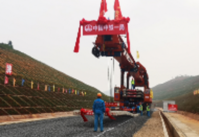 中老铁路玉溪至磨憨段开始铺轨 预计明年4月与老挝段联通