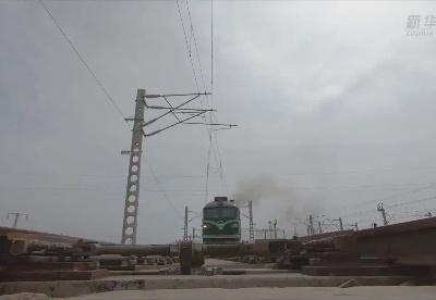 新疆霍尔果斯口岸进出境中欧班列早于去年破千列