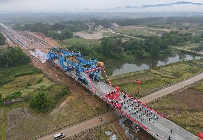 安九高铁安徽怀宁至太湖段率先完成箱梁架设