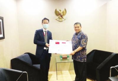中国银行雅加达分行捐赠印尼抗疫物资顺利交接