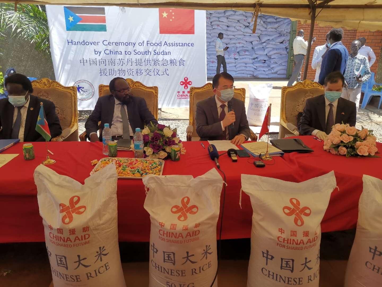 蔡森明参赞陪同华宁大使出席援南苏丹紧急粮食援助项目交接仪式