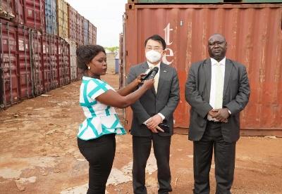 蔡森明参赞陪同华宁大使出席中国政府向南苏丹提供粮援交接仪式