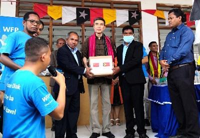 驻东帝汶大使肖建国访问社区学校并捐赠抗疫物资