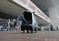 """全国首例!""""郑州造""""城市管养机器人亮相高铁站"""