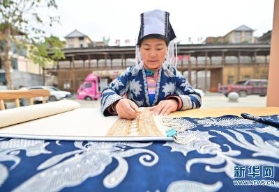 贵州从江:周末非遗扶贫集市开市