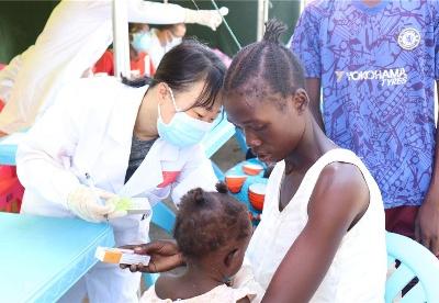 传播友谊,呵护健康 ——中国援南苏丹医疗队开展义诊