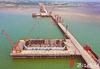 湛江环城高速南三岛大桥完成主墩承台钢套箱下放