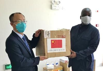 中国援多哥医疗队向多国民议会捐赠抗疫物资