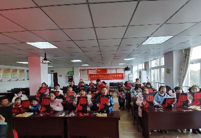 """安徽肥东举办""""迎新春灯笼展""""少儿创意手工活动"""