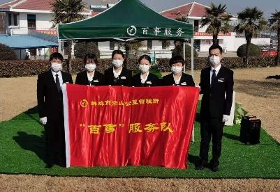 """安徽蚌埠:创新推出""""代客祭扫""""服务"""