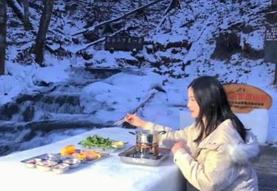 《粉雪奇缘》纪录片节目组走进长白山冰水泉景区