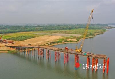 广湛高铁六标段控制性工程桩基施工全面展开