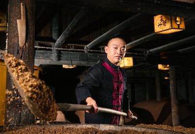 五粮液工匠:一群追求极致的普通人