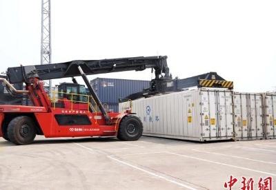 广西今年首开西部陆海新通道海产品冷链集装箱专列