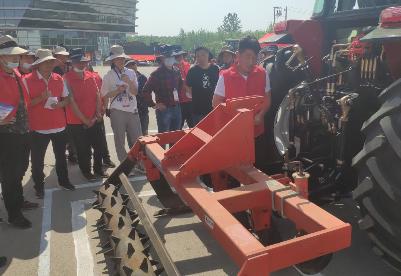 安徽泗县举办第三届农机驾驶员技能大赛