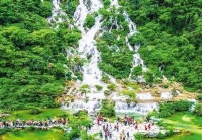 """""""五一""""假期贵州累计接待游客3412万人次 实现旅游收入近168亿元"""