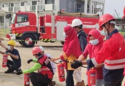 """印尼中资电站""""红衣卫士"""":在共建""""一带一路""""中成长"""