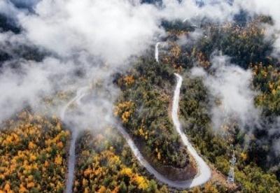西藏派墨公路全线贯通