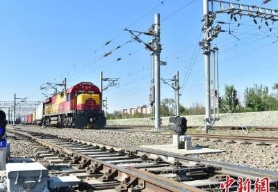 今年前5月新疆阿拉山口通行2400余列中欧(中亚)班列
