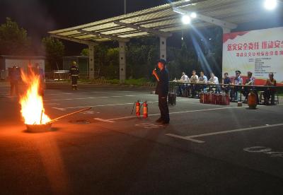 安徽泗县:消防演练打造公交平安车厢