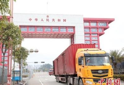 广西东兴口岸上半年出入境车辆同比增长362%