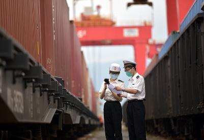 """宁波海关助力打造""""中欧班列""""+""""海铁联运""""运输新模式"""