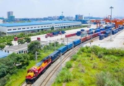 成都国际铁路港发出首个成都市域外市场采购贸易出口专列
