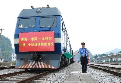 广西凭祥:中越、中欧班列首次联程运输