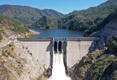 中国电建承建的赞比亚下凯富峡水电站首台机组并网发电