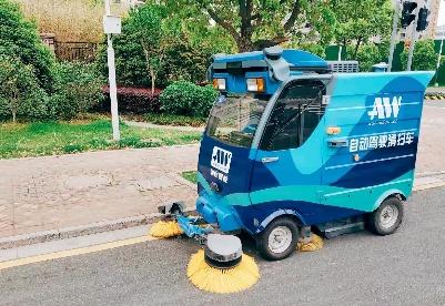 """首批无人驾驶清扫车""""上岗""""  合肥在多路段启动""""智慧环卫""""试点"""