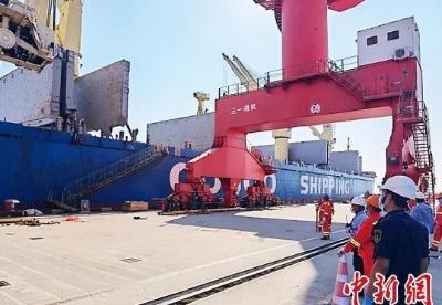 """上海出口多批重型装备 助力""""一带一路""""建设"""