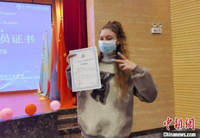 11国青年访黔感知中国传统文化和工匠精神