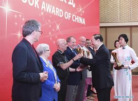15 foreigners win top publication prize for introducing China to world