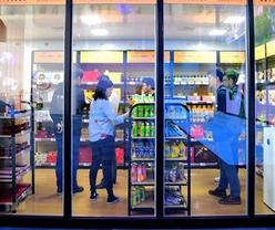 China's wholesale and retail trade thriving