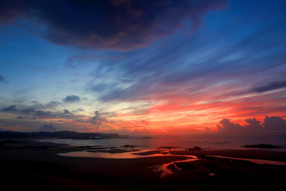 Charming Jinjiang: burning sunset glow