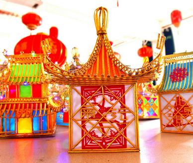"""元宵节""""戏楼灯笼""""点亮中国匠人美好生活新期盼。"""