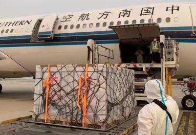 中国援助柬埔寨第四批新冠肺炎疫苗运抵金边
