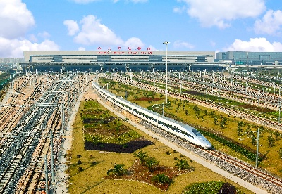 """京沪高铁总经理邵长虹:用""""三心""""为广大旅客提供高品质服务"""