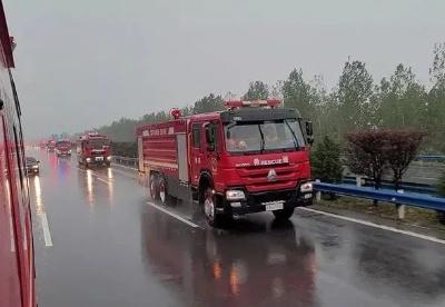 中国重汽车辆第一时间驶向河南抗洪一线