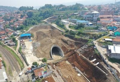 印尼雅万高铁10号隧道建成贯通