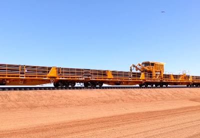 中车齐车集团沈阳公司出口澳大利亚力拓400米长钢轨车组在澳验收完工