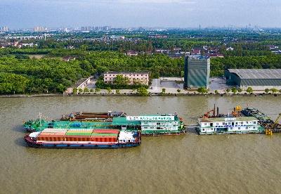 """中国石化在黄浦江上建成""""绿色驿站"""""""